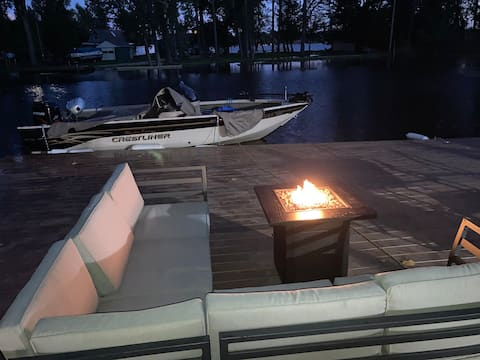 Stay right on the water with beautiful views!