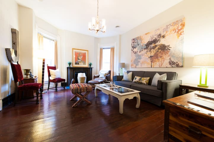 Sunny Victorian APT in Old Louisville w/ Park View - Louisville - Appartement
