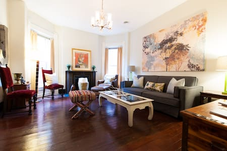 Sunny Victorian APT in Old Louisville w/ Park View - 路易斯维尔