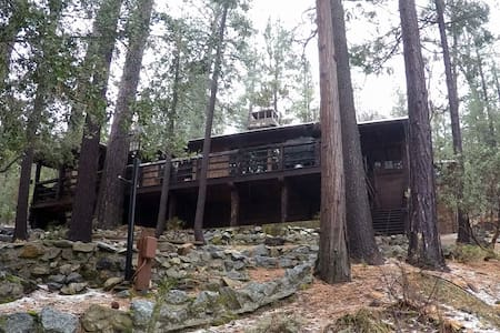 Baily's Forest Lodge - A Winemaker's Retreat! - Idyllwild-Pine Cove