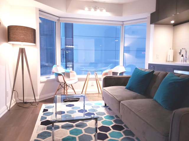 YORKVILLE DOWNTOWN HOTEL STYLE  SUITE BY UofT ROM