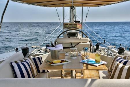 S/Y ANASSA – 18,80 meters/ 62 ft - Sunreef 62 - - Paleo Faliro - Barca