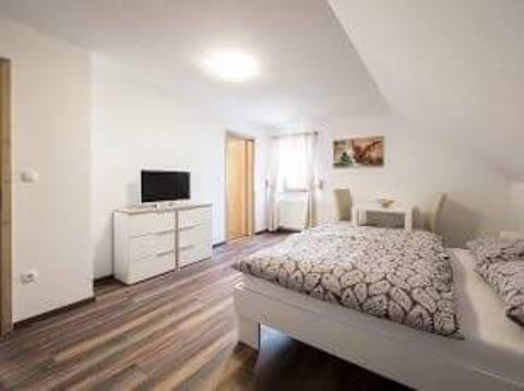 Soba sa bračnim krevetom i kupatilom