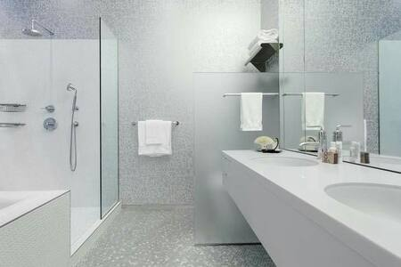 Cozy room with bathroom - Dickinson