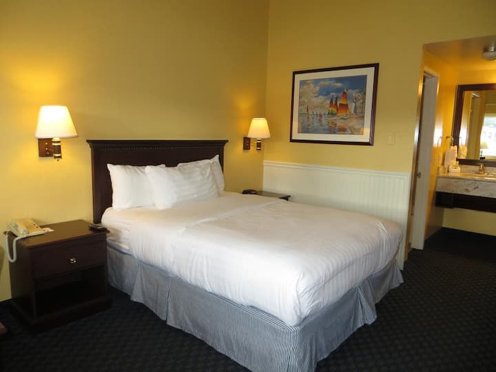 Get-Away for Two. Walking Distance to Ocean