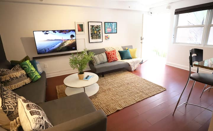 Free Parking Tiki Paradise 7 min to South Beach Family-Friendly | 1 Bedroom 1 Bathroom Apartment