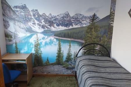 Single bedroom , 2 min walk from Uni, free wifi