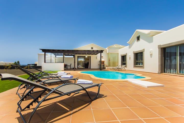 Encantadora villa, piscina privada, cerca del mar - Montaña Roja - Villa