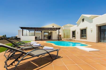 Encantadora villa, piscina privada, cerca del mar - Montaña Roja