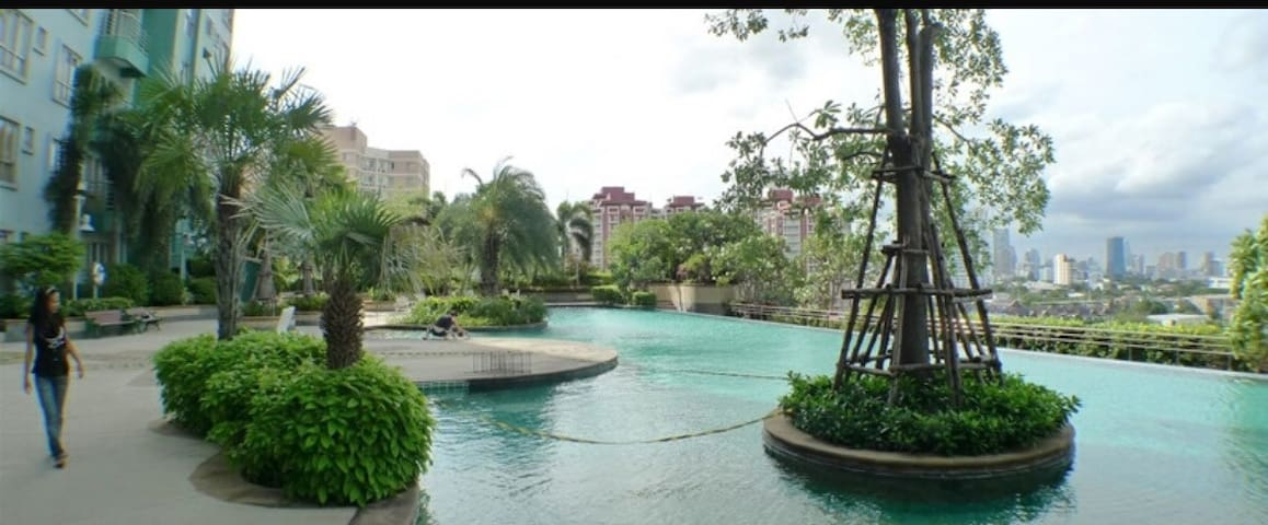 Green resident area of Bangkok. - Yannawa - Condominium