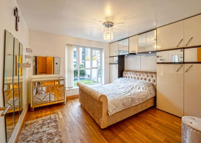 Luxury apartment- easy access to LHR & Central LDN