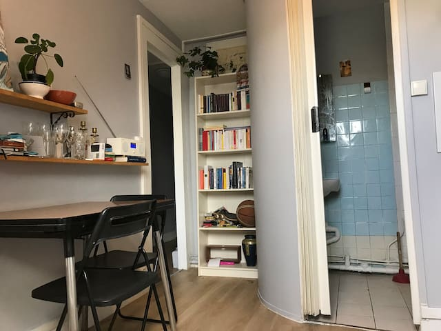Little studio with wonderful view in 9ème