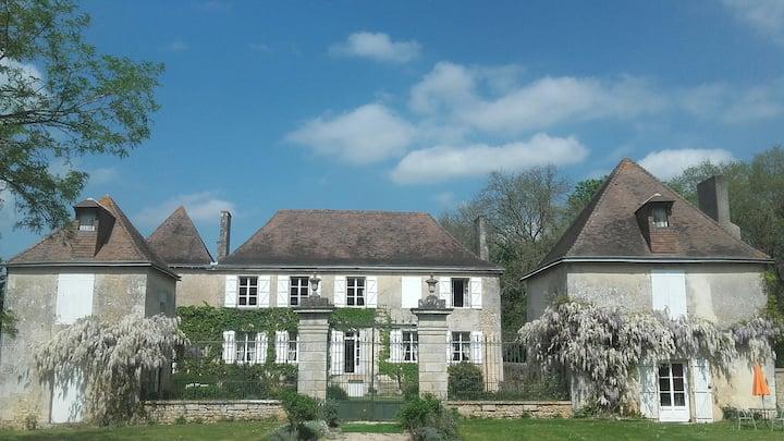 Poitiers,  Logis 18ème ,  dépendance rénovée