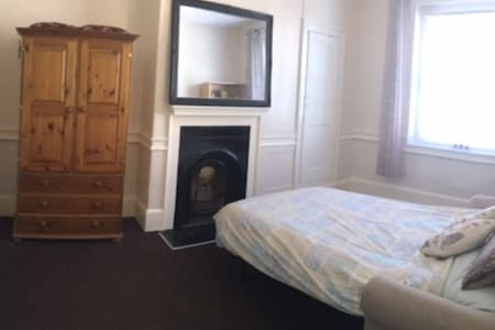 Large, bright double room Cheshunt - Lägenhet