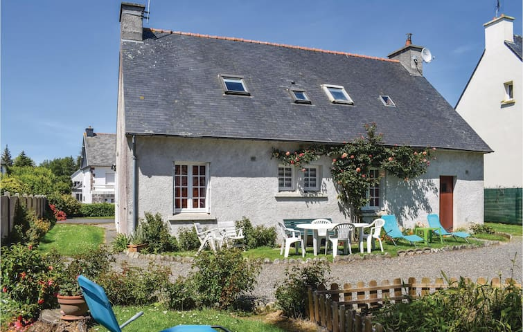 Holiday cottage with 4 bedrooms on 112m² in Ploumilliau