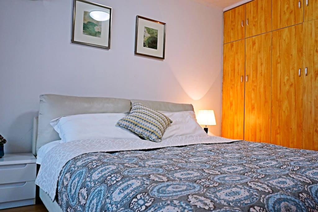 宽敞舒适1.8大床房