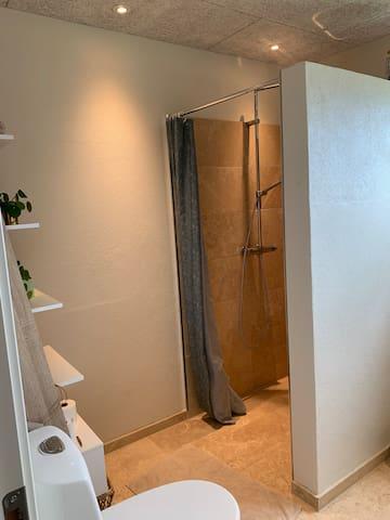 Fælles badeværelse