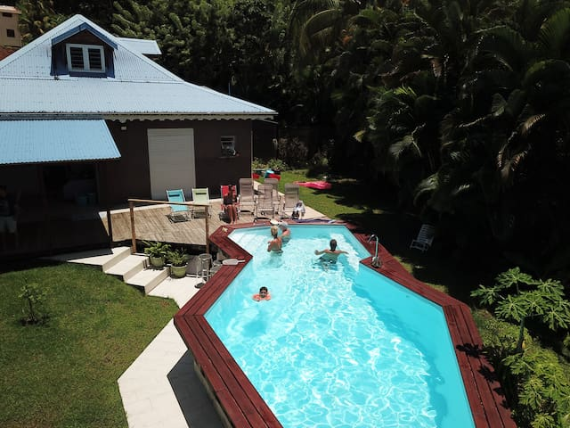 Quiet bedroom, heated pool, meals available