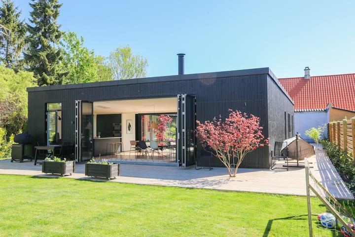 Moderne arkitekt-tegnet atrium hus
