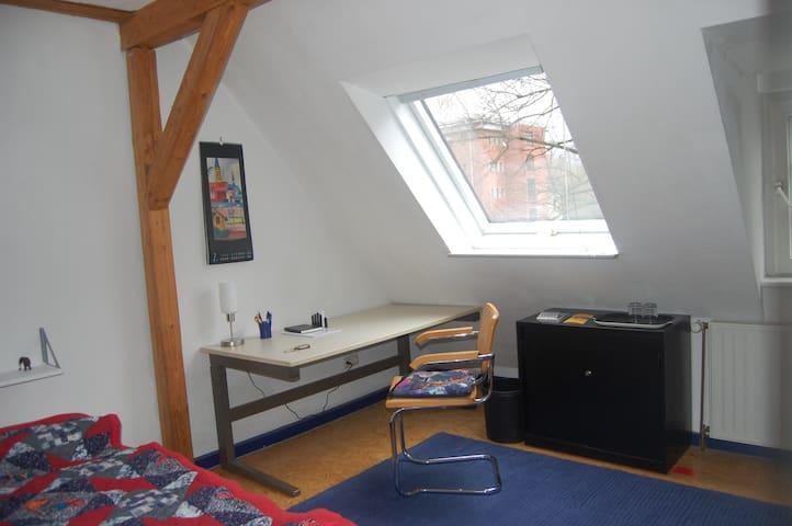Zwei helle Dachgeschosszimmer - Kassel - Oda + Kahvaltı
