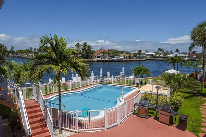 Direct intracoastal views! 5 min walk to the beach