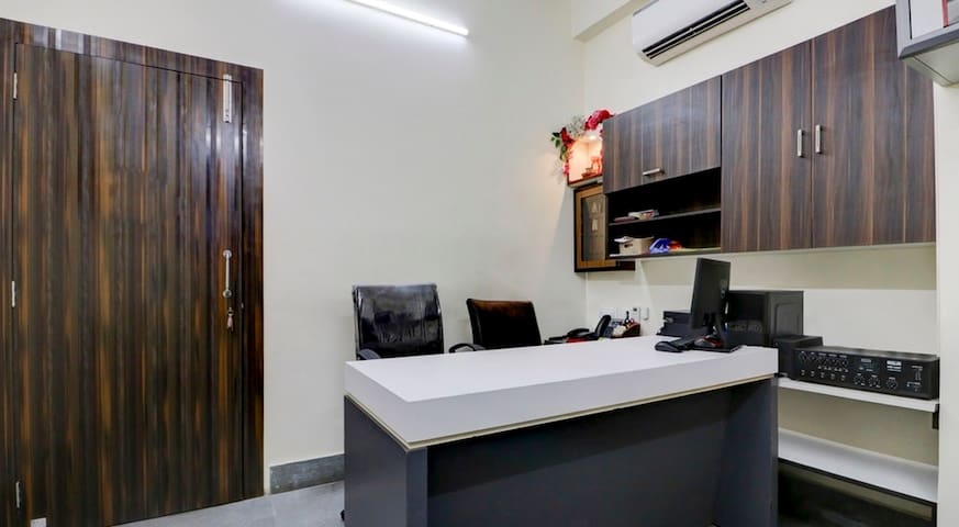 Ensuite-Family Room in Bangur Jessore Road