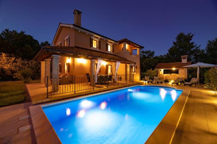 Charming VILLA AURORA With Pool & Outside Kitchen