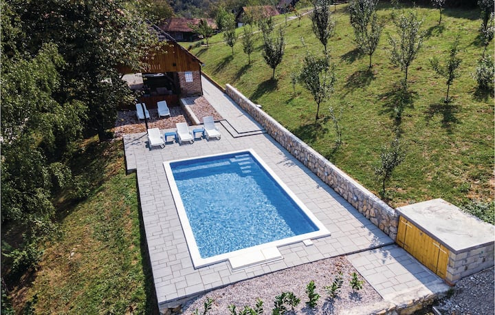 Amazing home in Kamanje with WiFi and 3 Bedrooms