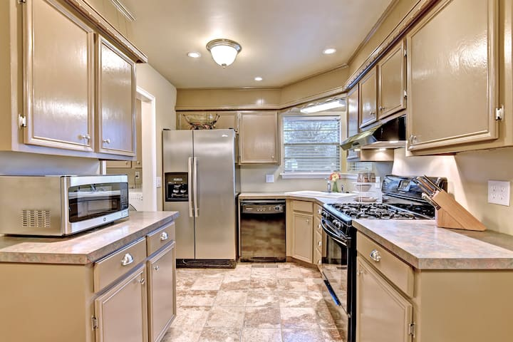 Fully equipped kitchen gas stove