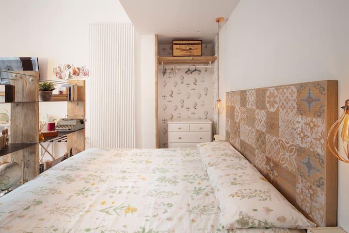 Little Donkey Suite - lovely design studio flat!