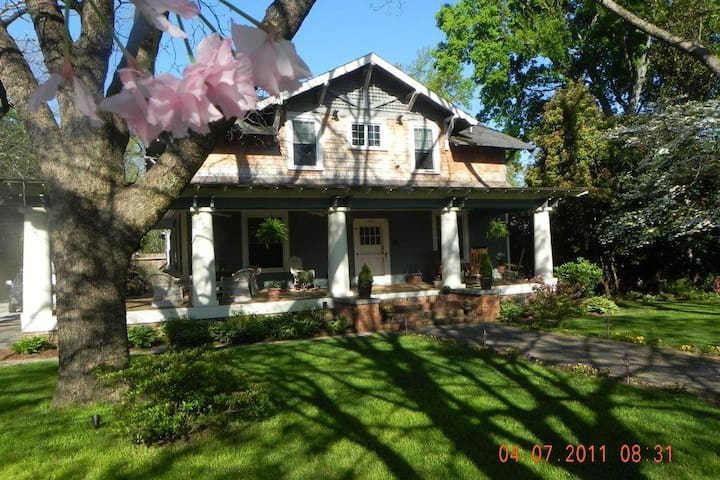 The Lowry House Inn - Seneca - Bed & Breakfast