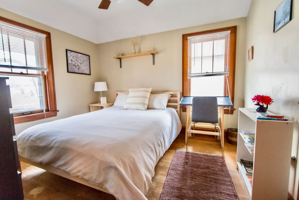 Cozy guest bedroom near u of mn and tcf stadium case in for Piani casa mn