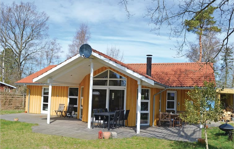 Holiday cottage with 3 bedrooms on 87m² in Væggerløse