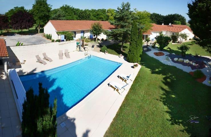 Propriété privée - Neuville-de-Poitou - Dom