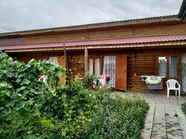 Отдельные уютные домики рядом с озером