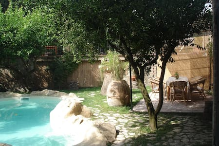 Relaxing holidays - B&B with Pool - Nola - Oda + Kahvaltı