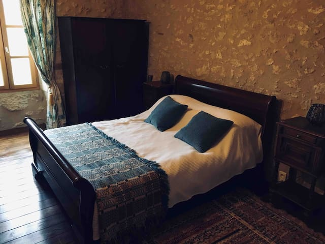 The Menthe room, overlooking the front lawns with king size bed and en suite shower room / WC.