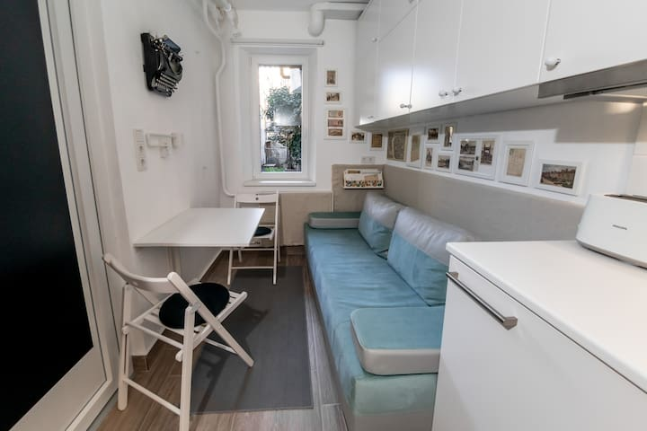 8m² tinyFLAT with quiet garden near to Buda Castle