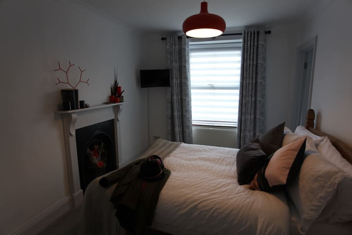 Upstairs double bedroom 1 with ensuite bathroom and smart TV