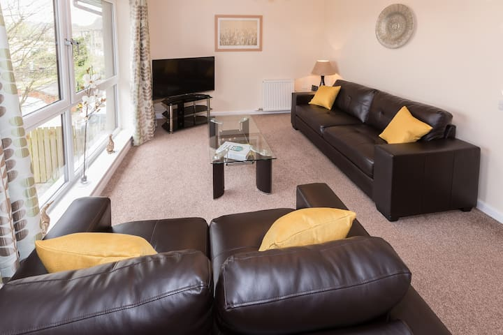 Spacious 2 Bedroom Apartment, Aberdeen