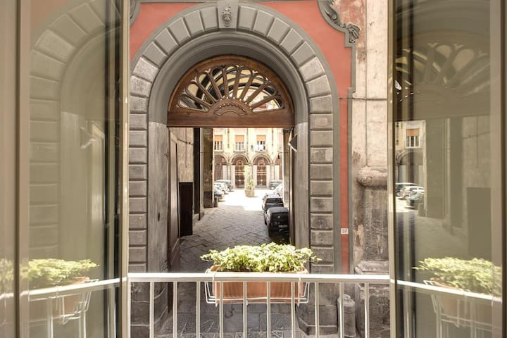 Hilary 27 - Home Holiday in heart of Naples