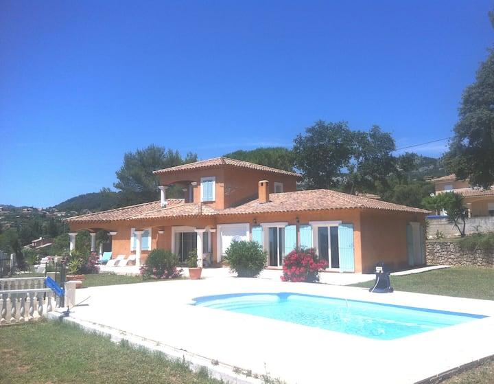 Suite mitoyenne à une villa avec piscine privative