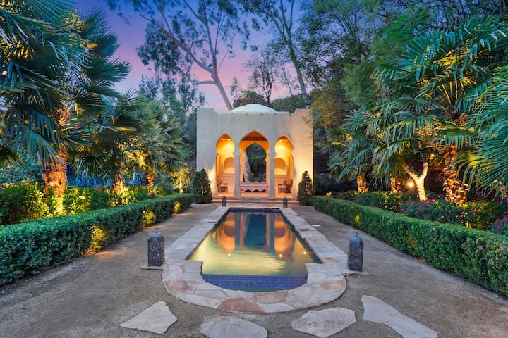 HOLLYWOOD HILLS GARDEN OF PARADISE