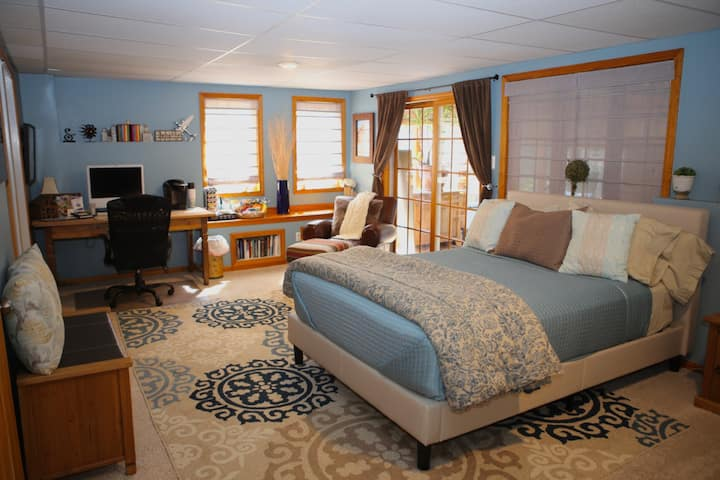 Lakeside Private Guest Suite