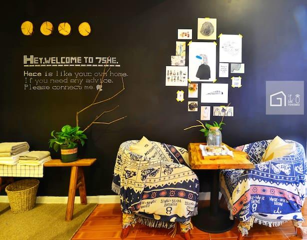【柒·舍】绝佳江景吧台/洪崖洞步行2分钟/解放碑最最中心/临江门地铁D号口 - Chongqing - Wohnung