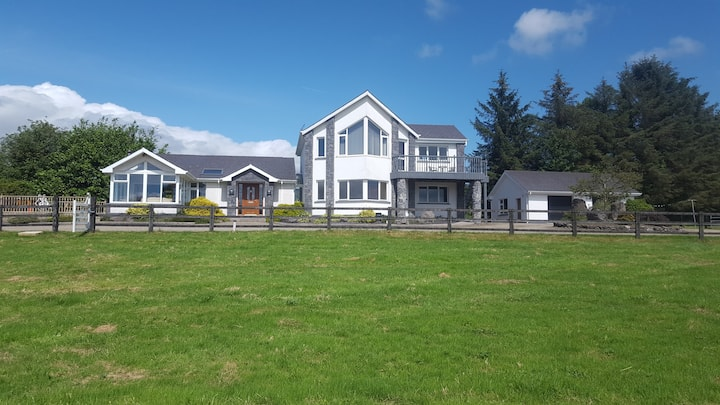 Lackendarra lodge/entire house/ close to Greenway!