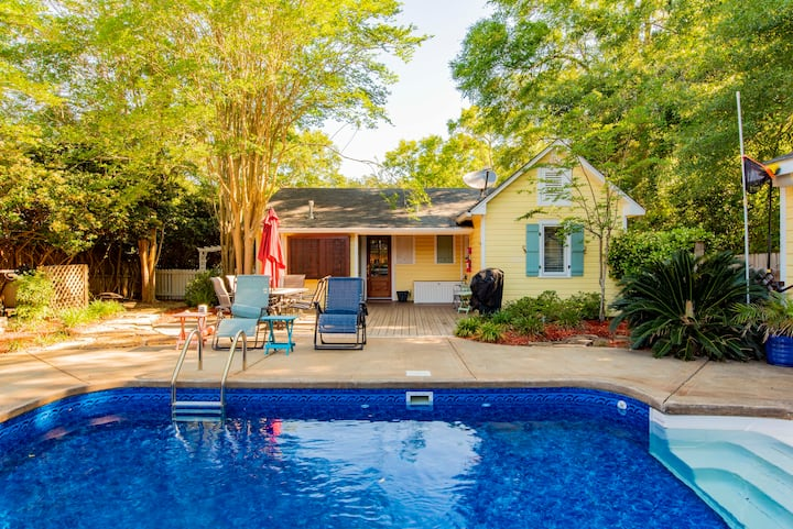 ShangriLaLa:  3x3 garden home w/pool in Fairhope.