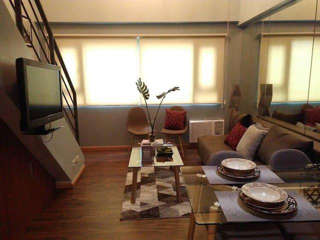 Loft condo beside Shangri-La Fort (unit 16G)