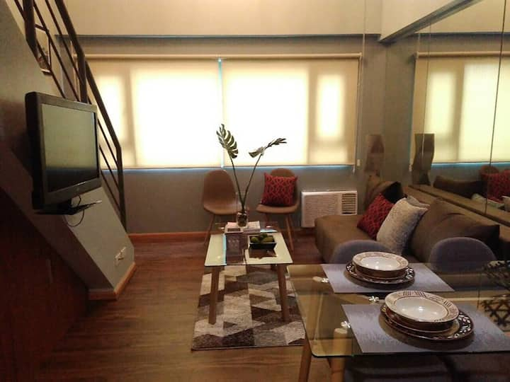 Loft condo beside Shangri-La Fort (unit 16G)