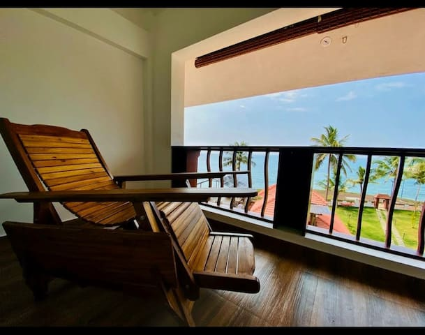 Work from the Beach| Escape in to the  nature| Private room near Varkala Beach